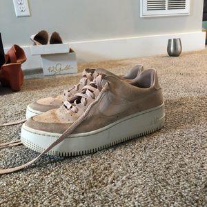 Nike Air Force 1 Sage Low Sneaker-light pink suede